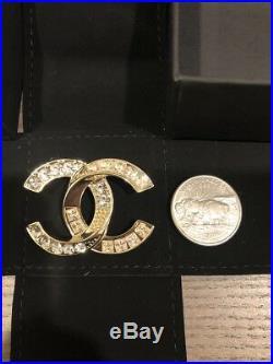 100% Auth 2016 Chanel CC Gold Tone Metal Brooch Pin Swarovski Crystals Small