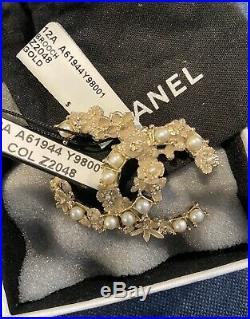AUTHENTIC TIMELESS CHANEL 1CC LOGO GOLD Pearl BROOCH Pin, Limited Edition