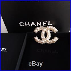 AUTH Chanel White Pearl Brooch Anniversary Large Cc Pearls and Crystals Gold Pin