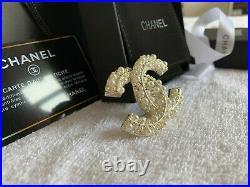 AUTH NIB CHANEL Costume Pearl & Crystal Strass Gold tone CC LOGO BROOCH PIN
