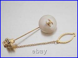 Auth CHANEL CC Logo Tie Pin Brooch White/Goldtone Faux Pearl/Metal e46229d