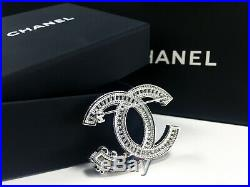 ##AuthenticCHANELBrooch CC Logo Crystal with pearls Twist18Kwhitegold Pin