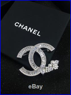 Authentic CHANEL Brooch CC Logo Crystal with pearls Twist 18K white gold Pin