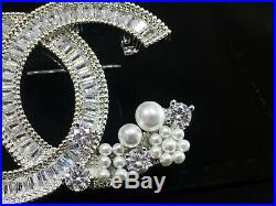 Brand Newcc Logo Large Crystals Brooch Pin Classic Style 18k White Gold Pearls