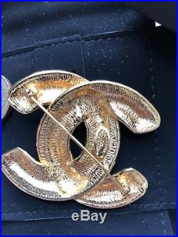 CHANEL AUTHENTIC VINTAGE GOLD QUILTED LARGE CC BROOCH pin