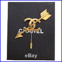 CHANEL CC Heart Arrow Pin Brooch Gold-Tone 93 P France Vintage Authentic #JJ942