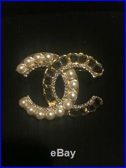 CHANEL Classic Large Crystal CC Logo Pearl Brooch Pin Gold Tone with Box Pouch