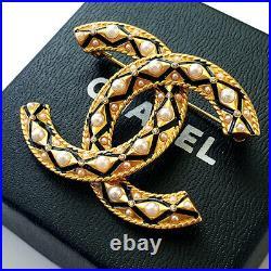 CHANEL Classic Pearl Crystal Enamel Gold Ribbon CC Logo Brooch Pin Signed