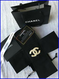 CHANEL Pearl Crystal Strass Gold tone CC LOGO PIN BROOCH