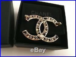 Chanel Brooch Pin Luxury Accessory Jewelry Pearl CC Logo