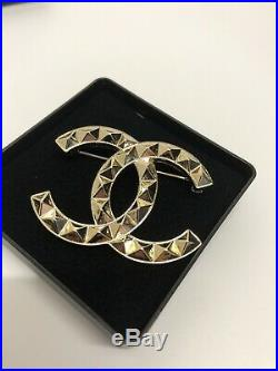 Chanel CC Gold Silver Quilted Pattern Metal Brooch Pin Badge