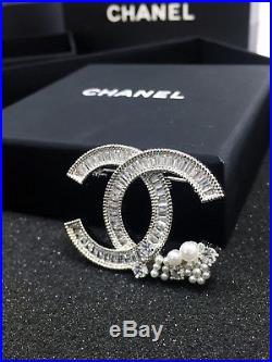 Chanel CC Logo Large Crystals Brooch Pin Classic Style 18k White Gold Pearls