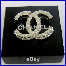 Chanel vintage cc logo pearl pin brooch