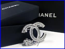 NEW CC Classic Chanel brooch fully Crystal with pearls flower 18k-white-gold pin