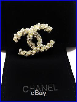 NEW CC large Chanel brooch Classic pin white pearls gold tone metal original box