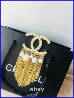 NEW CHANEL CC logo Brooch Pin Tassel Fringe Large With Inlaid pearls