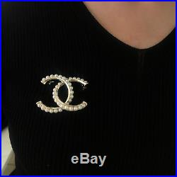 NEW'Chanel' brooch Classic CC logo pin white-pearls&gold tone metal@