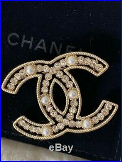 Timeless Classic Chanel 2019 Gold CC Logo Crystal Brooch Pin